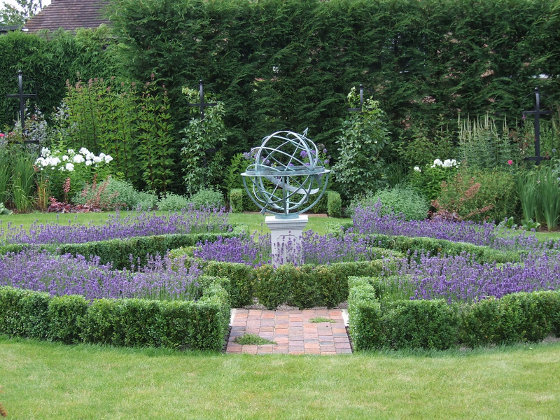 Traditional country garden playfoot garden design for Formal garden design