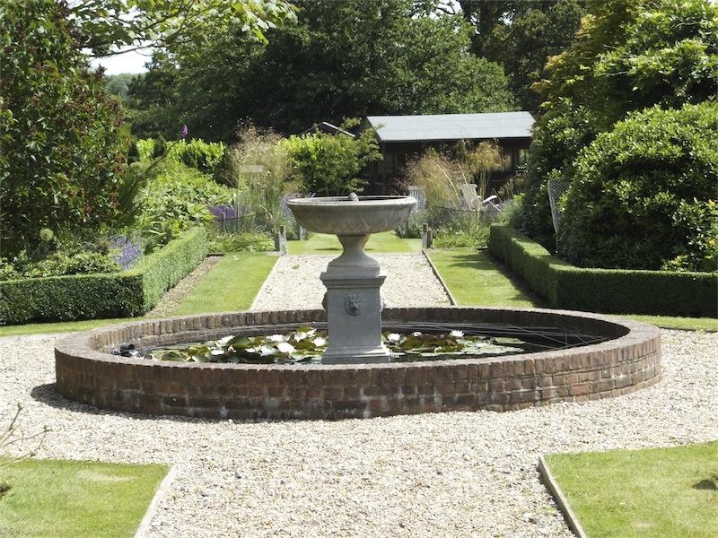 Formal and informal areas playfoot garden design for Informal garden designs